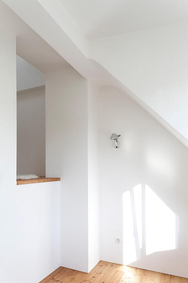 Room O1 Detail 5